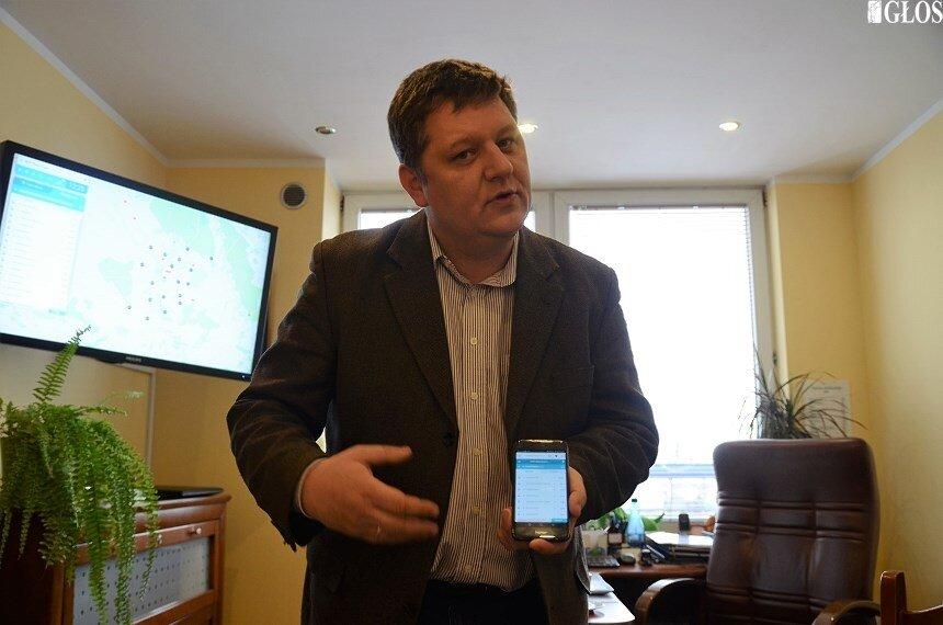 – Wdrożenie systemu ułatwi pracę także przewoźnikowi, który od teraz ma wiedzę o bieżącym położeniu wszystkich autobusów wraz z informacją o odchyleniu w stosunku do rozkładu jazdy – mówi Wojciech Rzepniewski