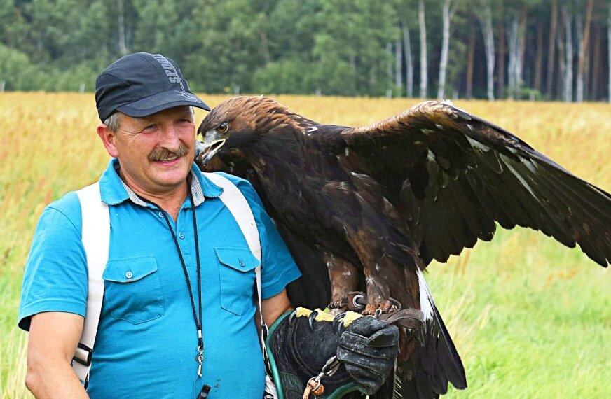 Profesjonalny sokolnik Krzysztof Domański zaprezentuje m.in orła, sokoła, myszołowa, jastrzębia i puchacza. Każdy z gości będzie mógł na własne oczy z bliska zobaczyć, jakim majestatycznym i pięknym ptakiem jest orzeł przedni i przekonać się, dlaczego orzeł był tak często wybierany przez ludzi jako symbol siły i wolności.