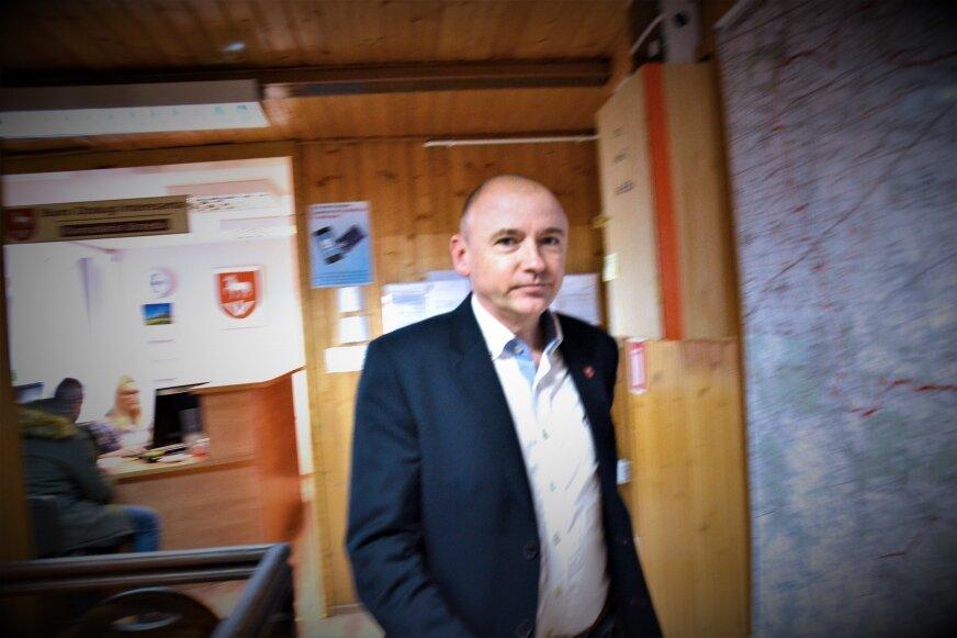 """Wójt Baranowa Waldemar Brzywczy podczas wizyty w urzędzie dziennikarza """"Głosu Żyrardowa i Okolicy"""". Proszę tej pani (redaktor) tutaj nie wpuszczać, grzmiał."""