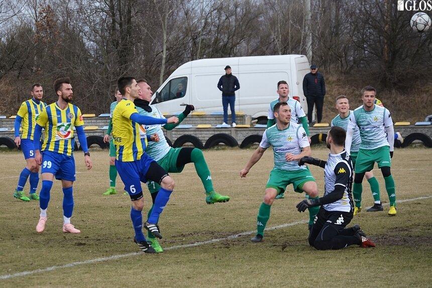 W ostatnim sparingu przed rundą rewanżową w III lidze Unia grała z Wartą Sieradz w Sierakowicach.