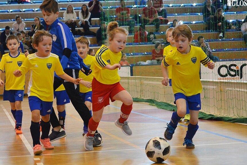 Młodzi adepci Unii Skierniewice, w sobotę zebrali kolejne sportowe doświadczenia.