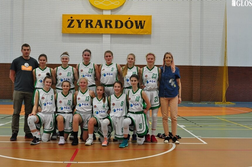 Zespoły juniorek i kadetek UKS Trójka zagrają w ćwierćfinałach mistrzostw Polski.
