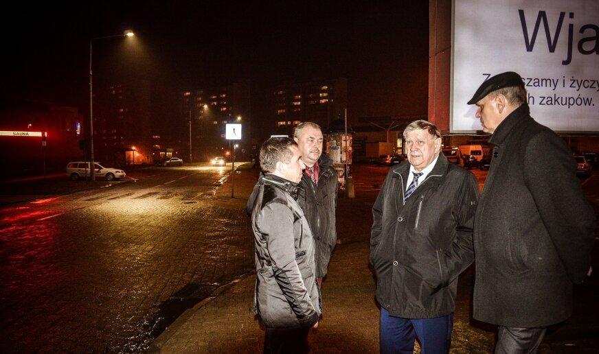 W lutym 2016 w Skierniewicach testowano, na ulicy Szarych Szeregów, pierwsze w mieście oświetlenie LED.