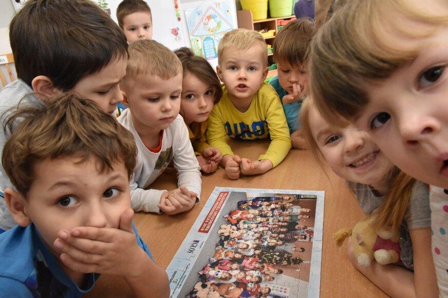 Przedszkolaki układały puzzle w błyskawicznym tempie.