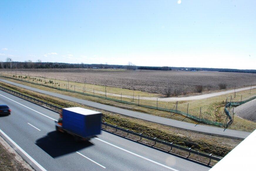Na 37 hektarach tuż obok A2, których właścicielem jest gmina, miała powstać ogromna elektrownia słoneczna.