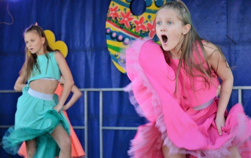 Na scenie nie przestawała grać muzyka, a występy dziecięcych zespołów przeplatane były konkursami.