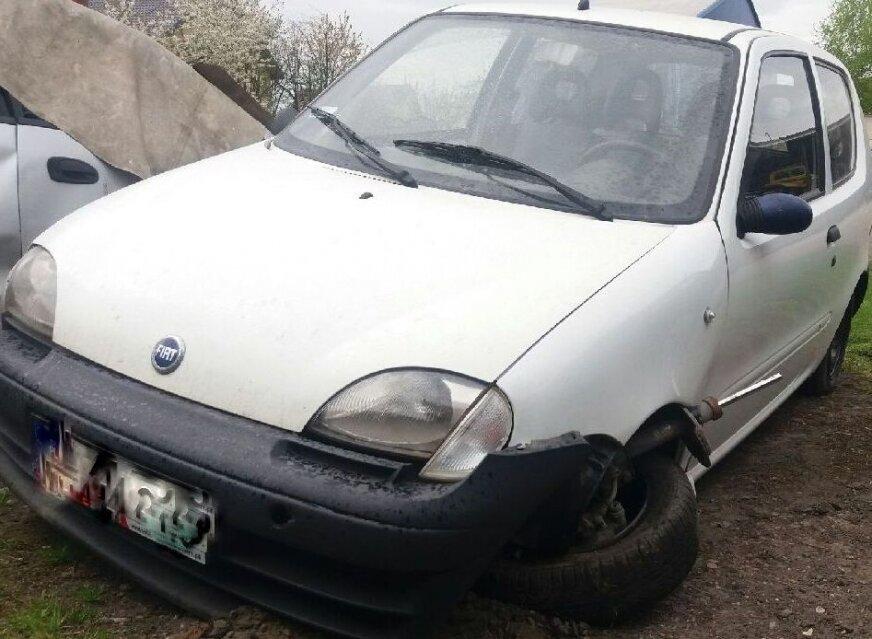 43-latek rozbił samochód po tym, jak na łuku drogi wpadł do rowu