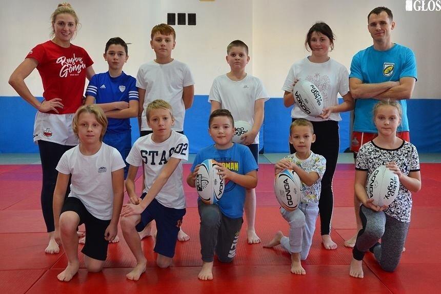W październiku na treningach w Rugby Club Skierniewice pojawiało się kilkanaście osób. W kwietniu aż 28 pojechało na pierwsze zawody.