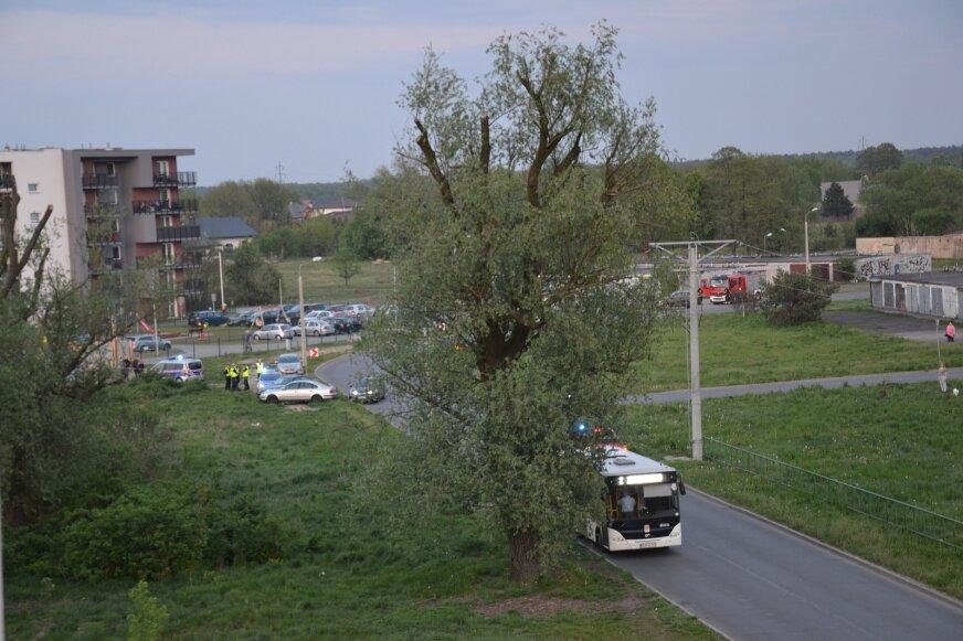 Niespokojny wieczór (30.04.) na osiedlu Wschód w Żyrardowie.