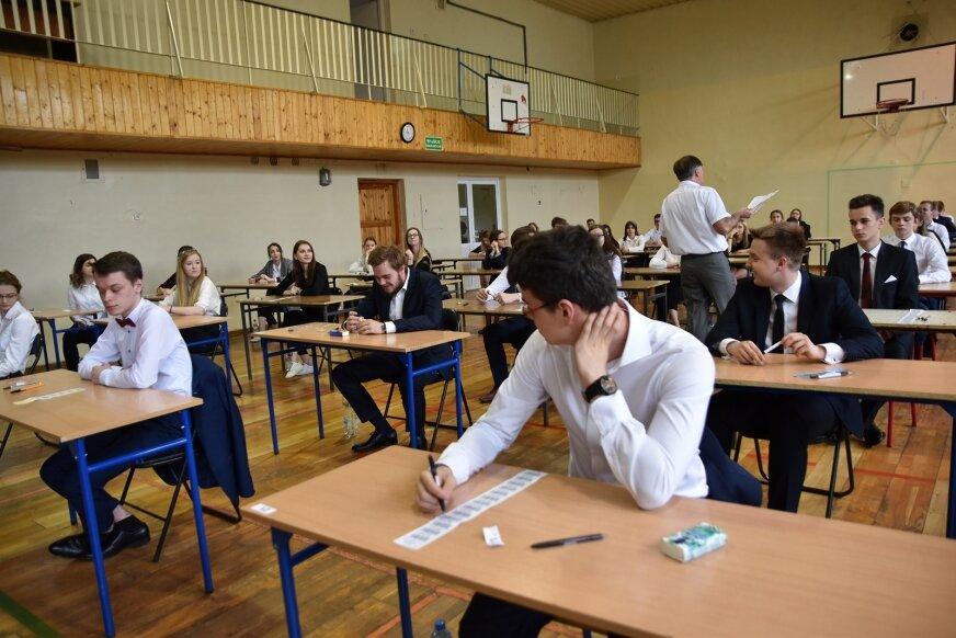 W LO im. B. Prusa do matury z języka polskiego podeszło 188 uczniów. To sto procent maturzystów w tej szkole.