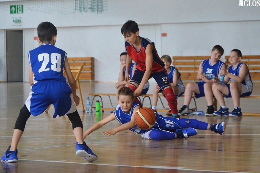 Zespoły skrzatów ze Skierniewic rozegrały ostatni mecz sezonu zasadniczego. Obie ekipy wystąpią w finale A.