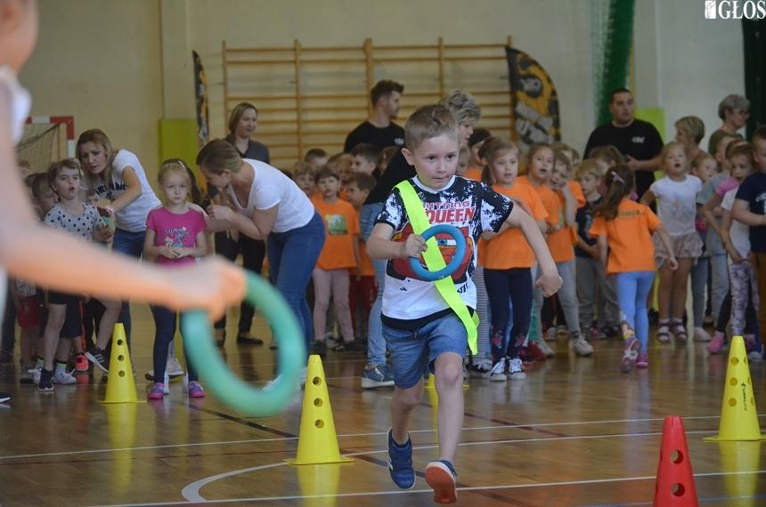 Sportowe doświadczenie maluchów ze skierniewickich przedszkoli. Dzieci wzięły udział w Olimpiadzie Przedszkolaka.