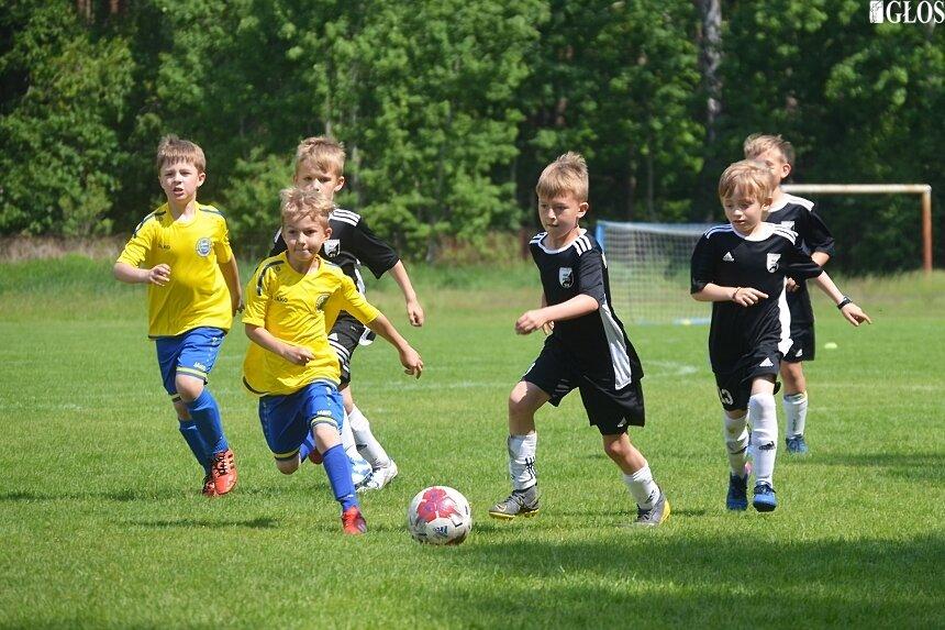 W niedzielę na boisku przy ulicy Nowobielańskiej rywalizowały zespoły złożone z piłkarzy i piłkarek urodzonych w 2011 roku.