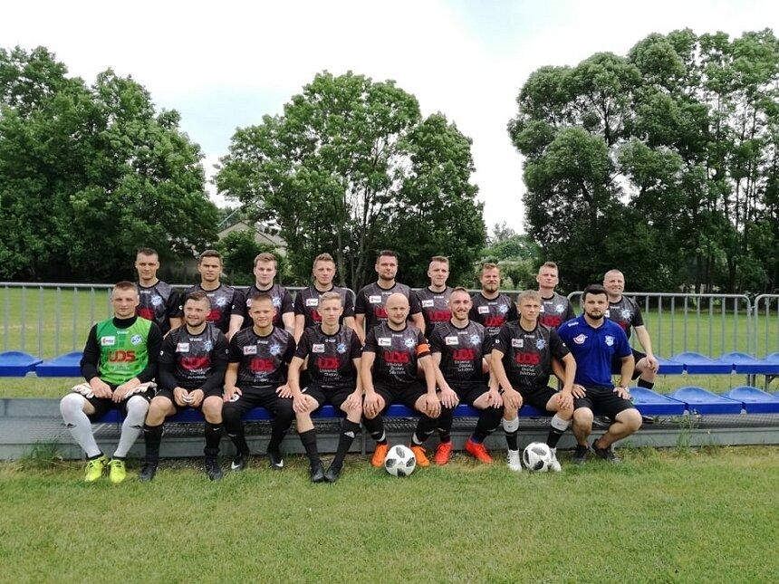 Sezon 2018/2019 był bardzo udany dla piłkarzy Manchatana Nowy Kawęczyn. Beniaminek zdobył tytuł mistrzowski i zapewnił sobie grę w lidze okręgowej 2019/2020.