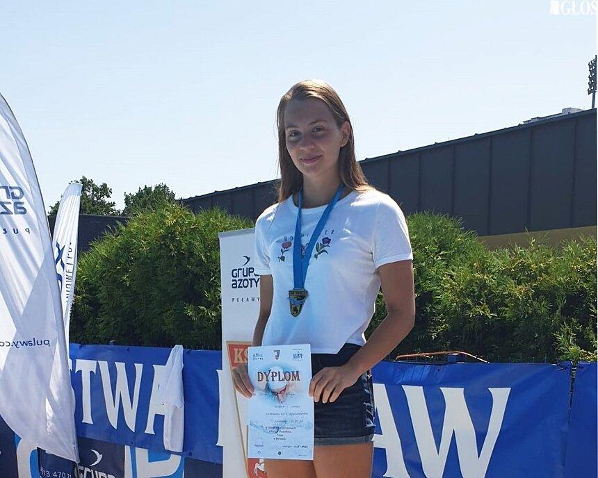 Pływacy UKS Nawa w ramach przygotowań do mistrzostw Polski rywalizowali w Puławach.