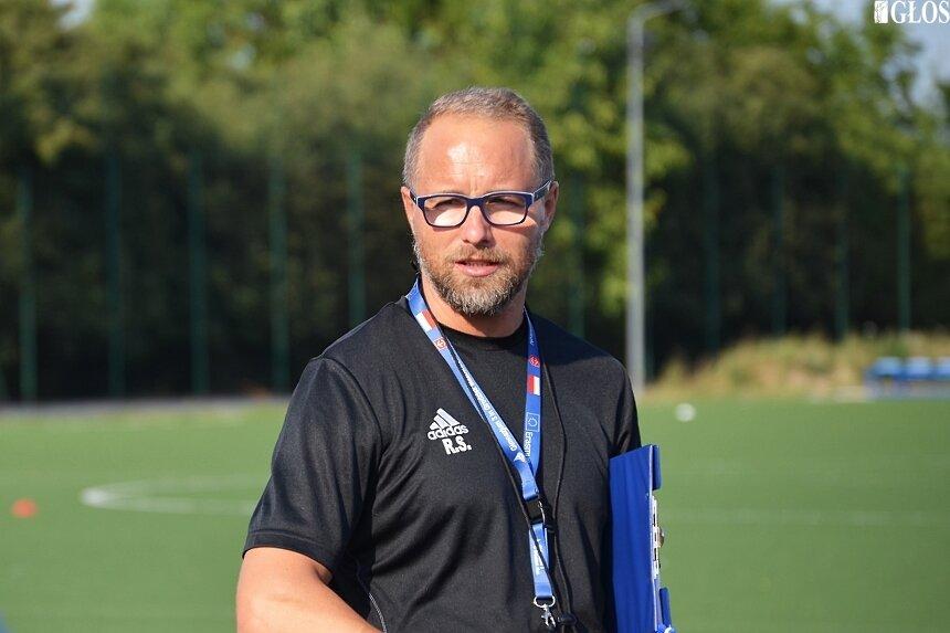 Trener Rafał Smalec w lipcu rozpocznie trzeci rok pracy z Unią Skierniewice.