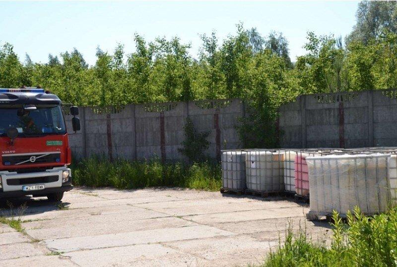 Miesiąc temu podrzucono chemikalia n wysypisko śmieci. Teraz blisko terenu zabudowanego