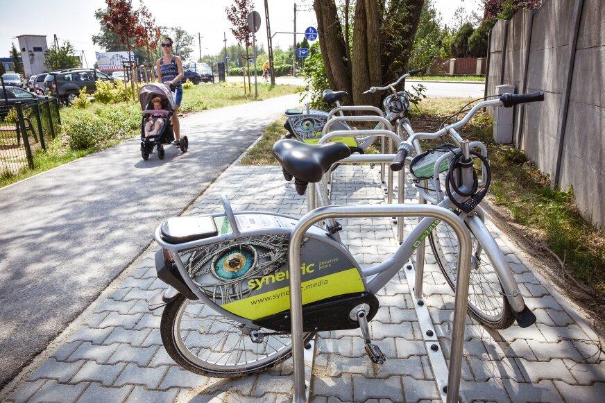 Nowa stacja rowerowa przy ulicy Rawskiej.