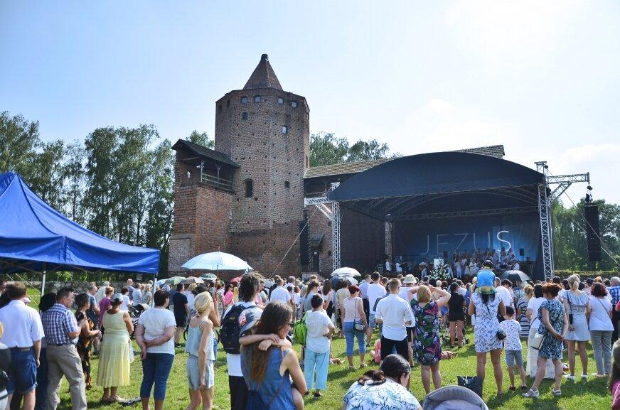 Według nowego regulaminu koncertu muzyki chrześcijańskiej oszacowanego na 50 tys. zł, który odbył się w ubiegłym roku na zamku nie udałoby się zrealizować.