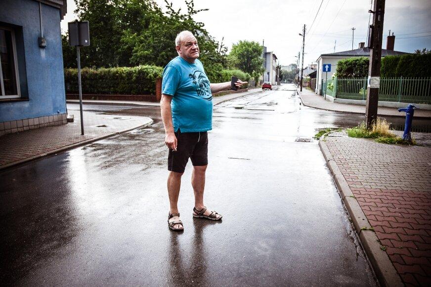 Grzegorz Kacperek ma już dość niebezpiecznych sytuacji, do jakich dochodzi na skrzyżowaniu przed jego domem.