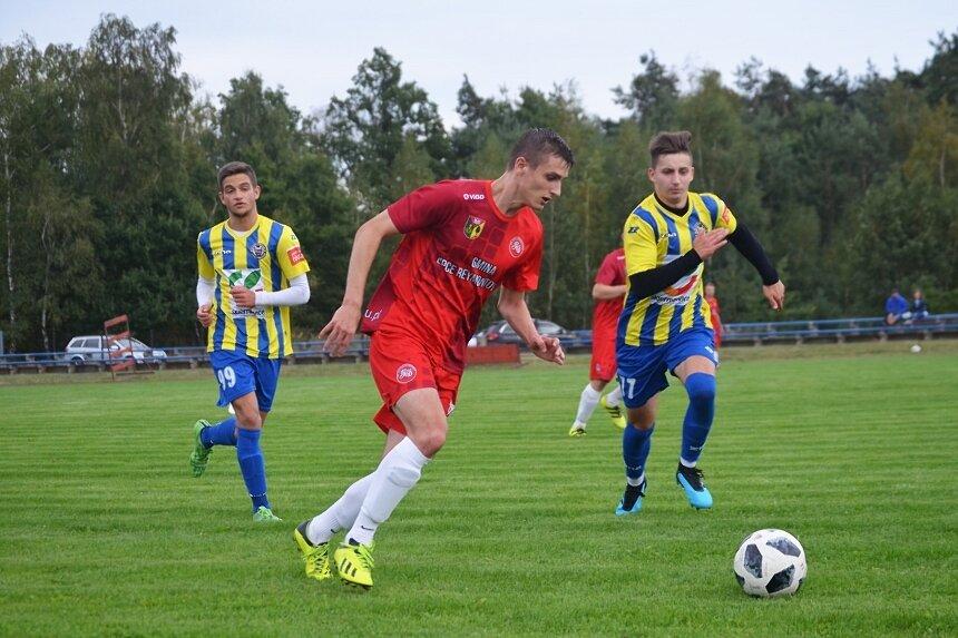 Jutrzenka Drzewce w ubiegłorocznej edycji pucharu na szczeblu okręgu dotarła do finału, w którym przegrała z pierwszą drużyną Unii Skierniewice. W środowy wieczór w kolejnej odsłonie pucharowej rywalizacji ograła 2:0 rezerwy klubu z Pomologicznej.