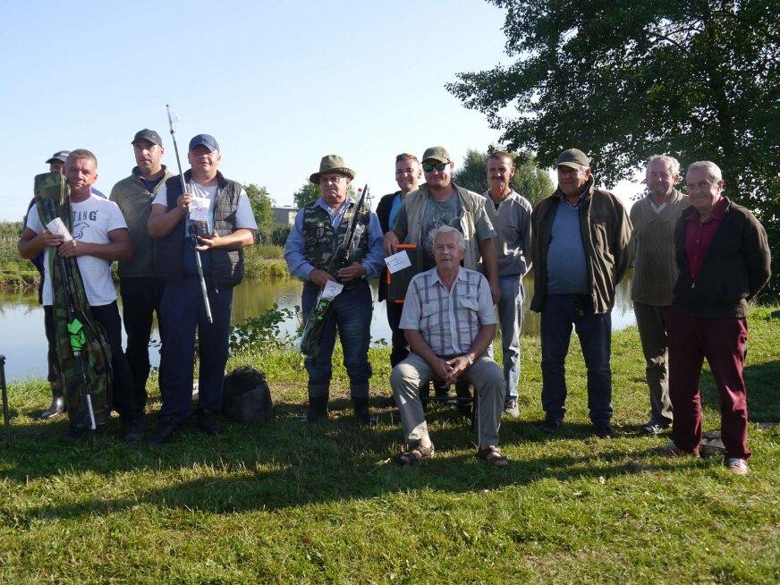 Uczestnicy konkursu wędkarskiego