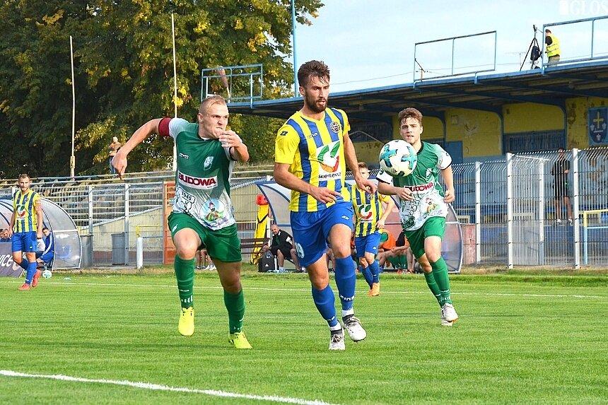 Przed rokiem derby regionu wygrała Unia. Jedną z bramek zdobył kontuzjowany obecnie Konrad Niedzielski.