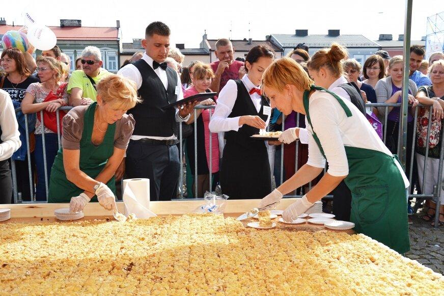 Od 2007 roku Skierlotkę ogromnych rozmiarów na święto kwiatów przygotowuje skierniewicka firma Chojecki.