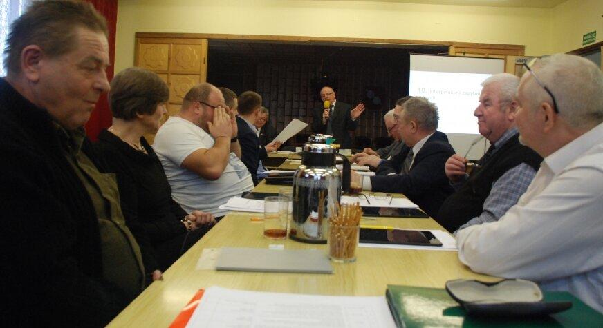 Radni podjęli decyzję o podwyżkach dziewięcioma głosami