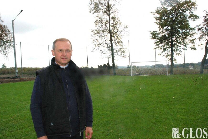 Ksiądz Witold Panek przyznaje, że jest miłośnikiem piłki nożnej.