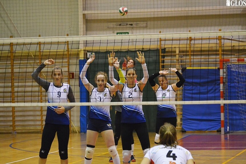 Seniorki Skier-Vis wygrały trzecie z czterech ligowych spotkań.