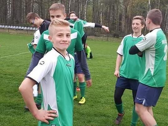 Wiktor jest utalentowanym piłkarzem. Od wakacji jest zawodnikiem seniorskiej kadry Macovii Maków. Trzeba zrobić wszystko, żeby jak najszybciej wrócił na boisko.