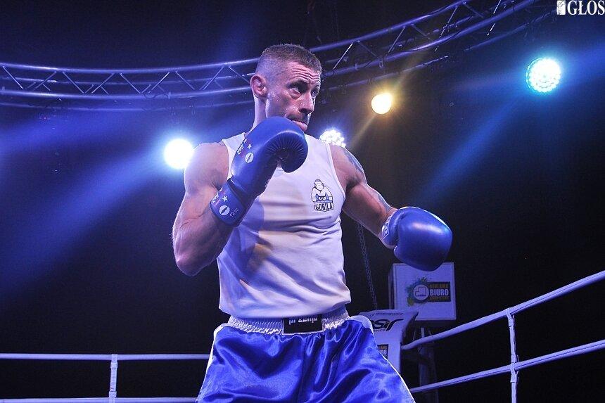 Przemysław Matuszewski po przygodnie pięściarskiej wraca do korzeni i formuły MMA.