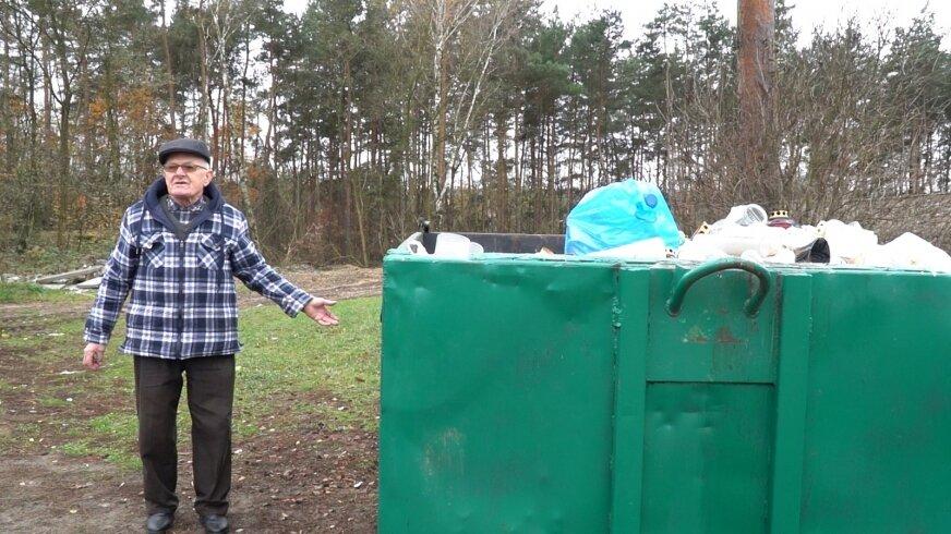 Wywozem śmieci z cmentarza zajmuje się łódzka firma Sanitex, która musi obsłużyć dwa kontenery.