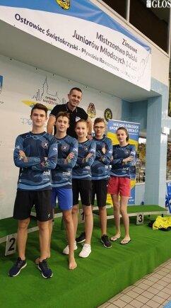 Pływacy UKS Nawa podczas mistrzostw Polski w pływaniu 14-latków.