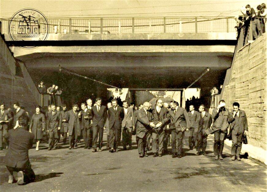 Pierwszy spacer pod wiaduktem kolejowym