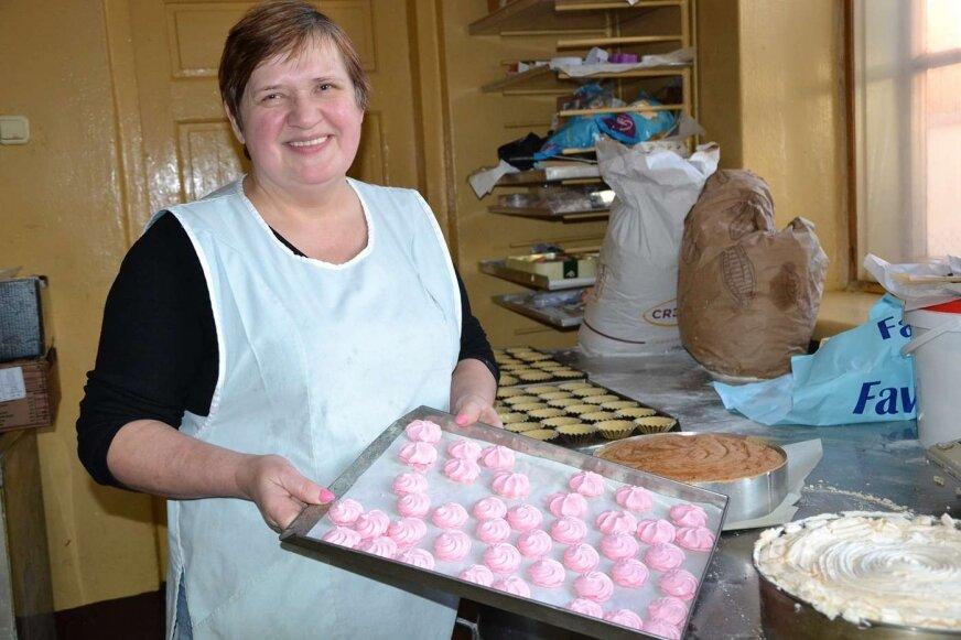 Pani Małgorzata codziennie w swoim mejscu pracy spędza długie godziny.