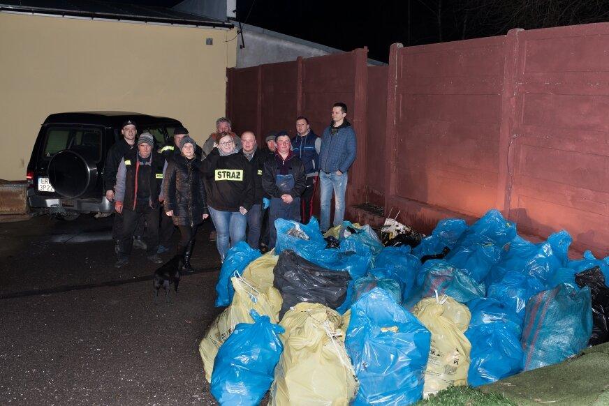 Druhowie i mieszkańcy Babska zebrali ponad 80 worków śmieci