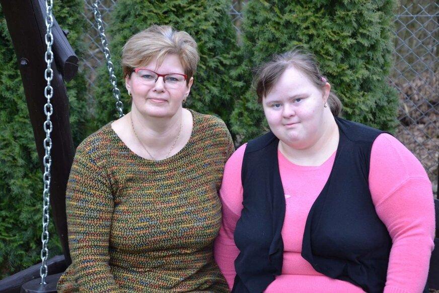 Bożena Majewska z córką Agnieszką, która także uczestniczy w zajęciach stowarzyszenia, dziś ma 29 lat.