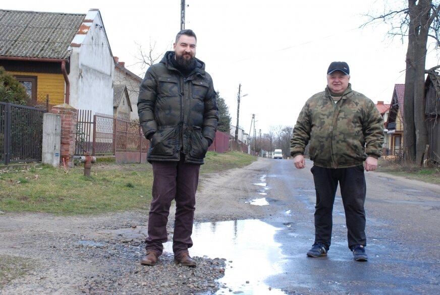 Sołtys i radny z Pszczonowa twierdzą, że gorszej drogi w gminie Maków nie ma.