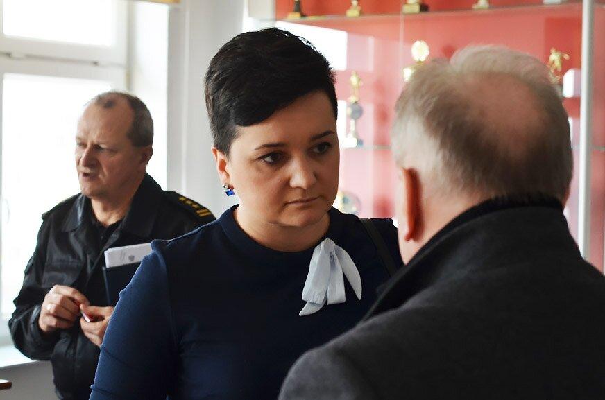 Zespół zarządzania kryzysowego obraduje w siedzibie komendy miejskiej PSP w Skierniewicach. Na pytania dziennikarzy odpowiadali prezydent Krzysztof Jażdżyk oraz dyrektor sanepidu Justyna Łukasik.