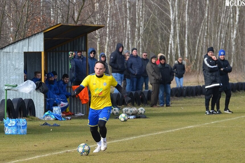 Wydałuża się przerwa w rozgrywkach piłkarskich na poziomie III ligi.
