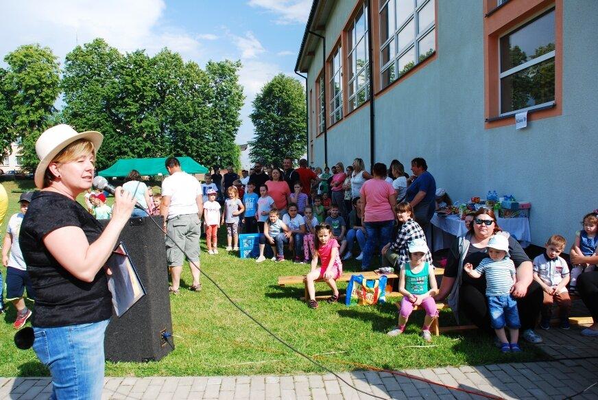 Takie imprezy szybko do szkoły nie wrócą. To rodzinny piknik, na którym spotykały się całe rodziny z gminy Jeżów.