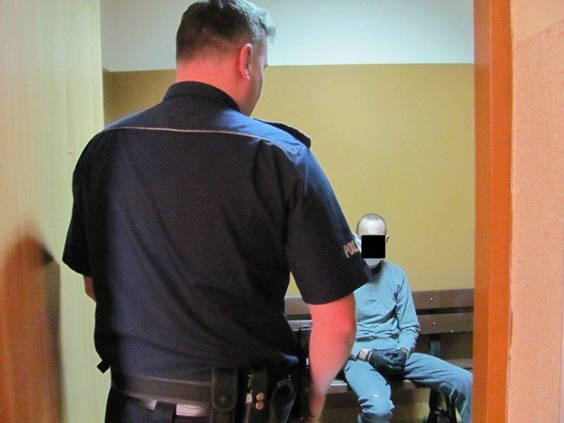Decyzją Sądu Rejonowego w Żyrardowie mężczyzna został tymczasowo aresztowany na trzy miesiące.