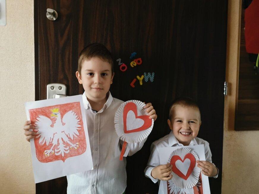 Filip i Piotruś bardzo kochają swoją Ojczyznę. Z radością wzięli udział w akcji (fot. arch. rodzinne).