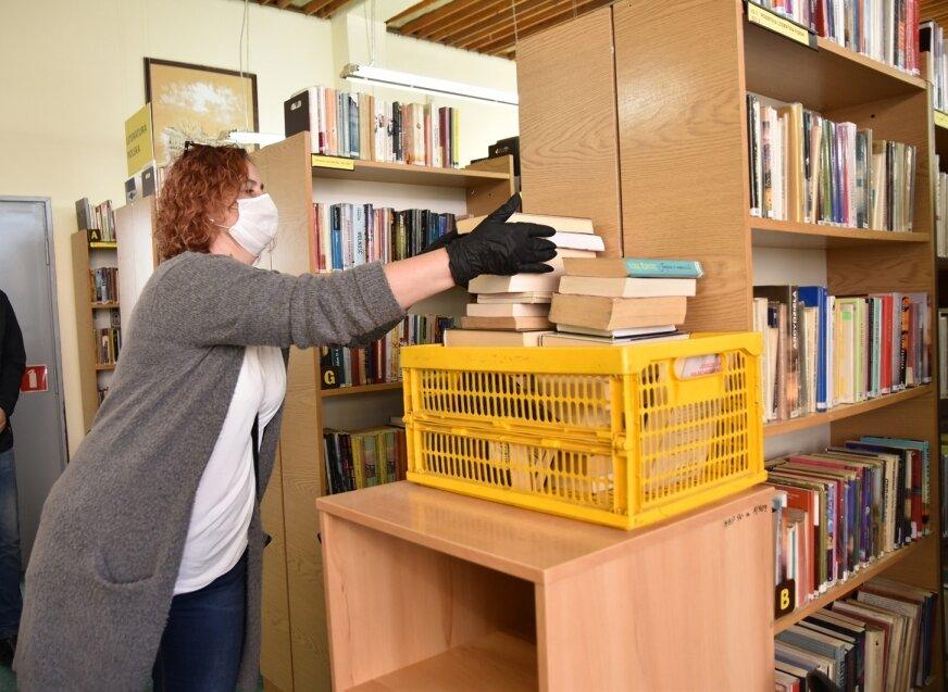 Zwrócone do biblioteki książki wędrują na 7-dniową kwarantannę.