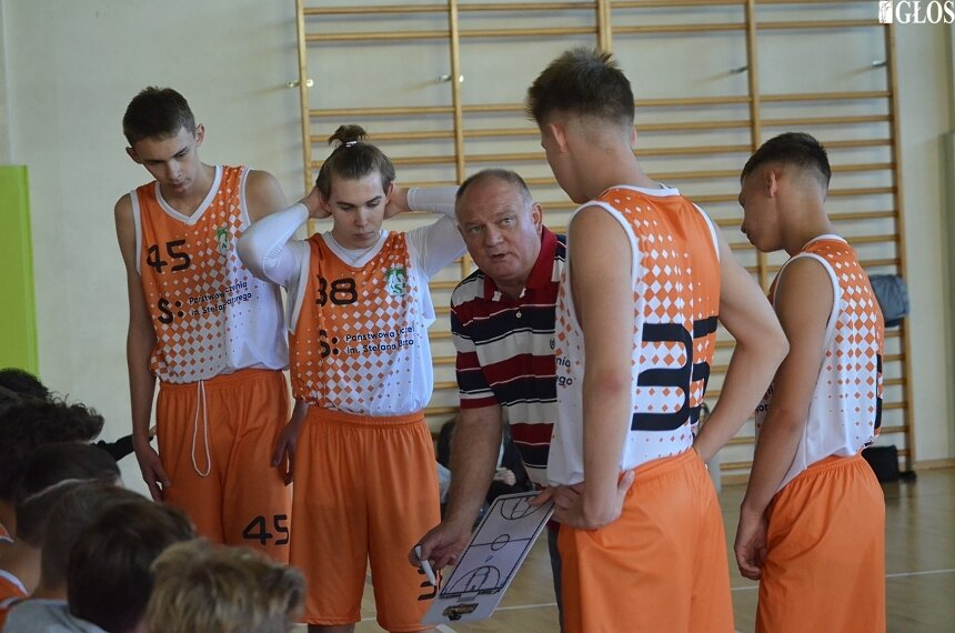 Po dwóch miesiącach treningów indywidualnych większość klubów wznowiła zajęcia w małych sześcioosobowych grupach.