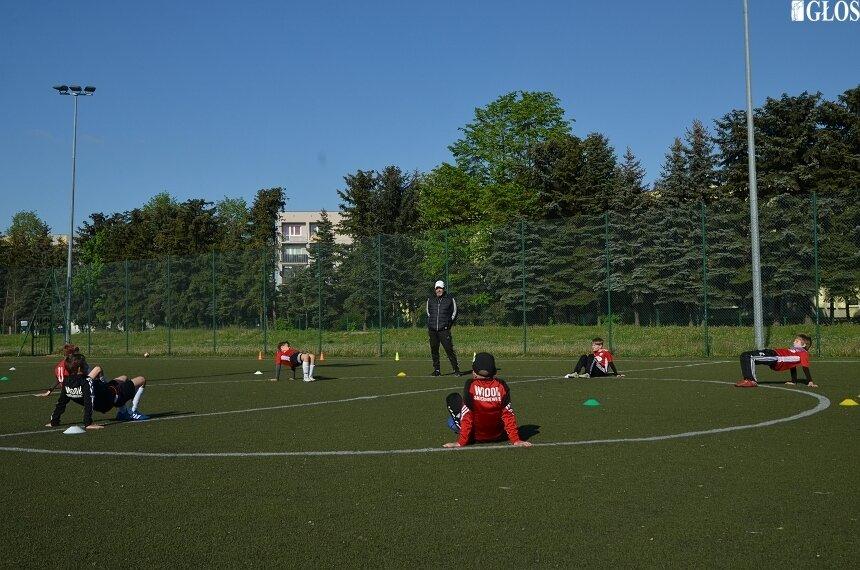Od poniedziałku (18.05) w Polsce na jednym obiekcie będzie mogło trenować jednocześnie 14 zawodników (w asyście 2 trenerów). Czy to rozporządzenie zostanie w poniedziałek wprowadzone także w Skierniewicach? Pamiętając to co się stało 4 maja można mieć wątpliwości.
