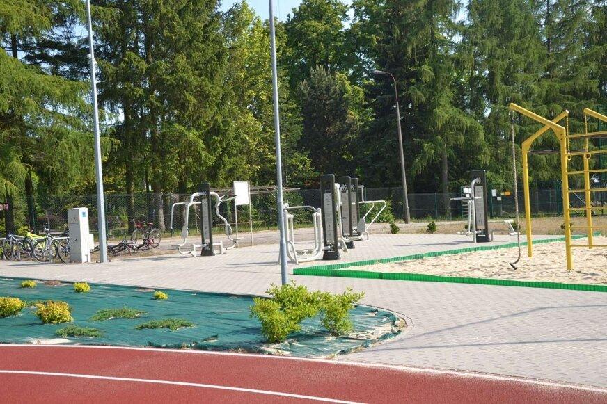 Na boisko, po czasie zamknięcia wrócili sportowcy.