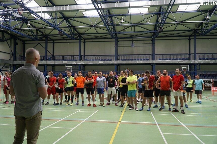 Dużo, bo 60 zawodników wzięło udział w drugich Mistrzostwach Skierniewic w Badmintonie.